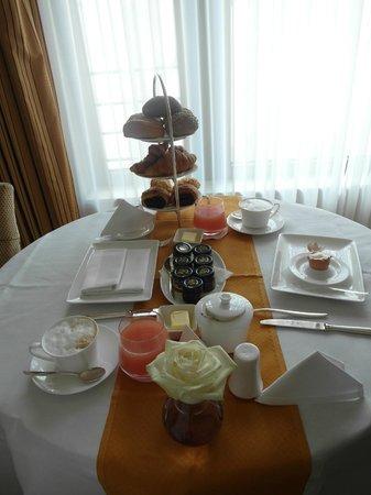 Breidenbacher Hof, a Capella Hotel: Roomservice breakfast