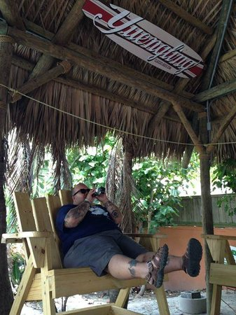 Jimmy B's Beach Bar: Kicking back with a cigar and a nice cold beer