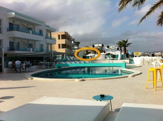 Santos Ibiza Suites: Piscina desde las Dreambeds