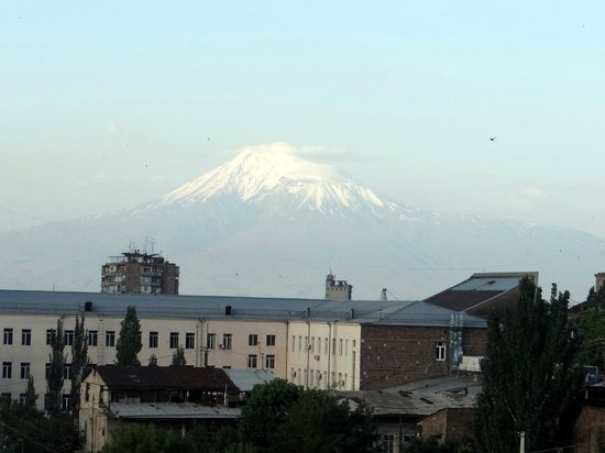 Europe Hotel : Mt Ararat from bedroom on a clear day