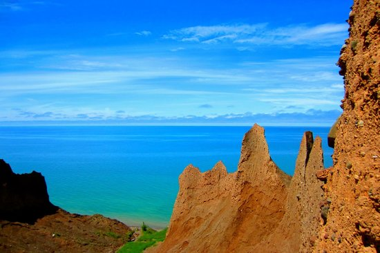 Chimney Bluffs State Park: View from trails