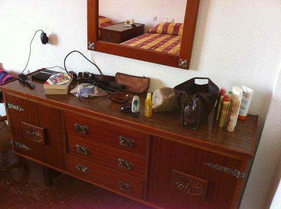 Bajondillo Apartments: Storage