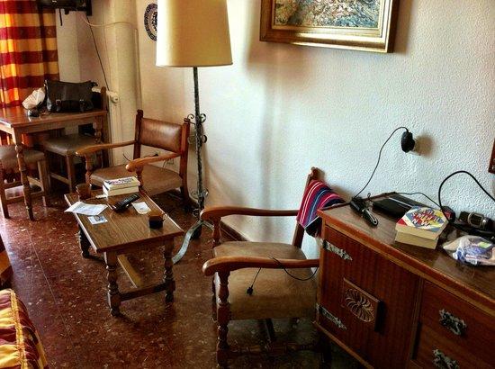Bajondillo Apartments: Seating
