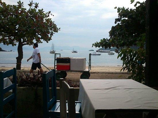 Pousada Tropicana: Aquí es el desayuno, con una muy linda vista al mar!