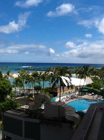 Ilikai Hotel & Luxury Suites: View from beachside balcony