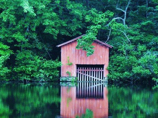 Super 8 Rainsville: Boathouse on the lake at DeSoto Falls, Mentone, AL