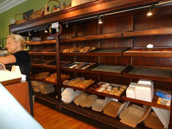Presti's Bakery & Cafe: Doughnuts behind the counter