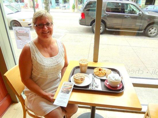 Presti's Bakery & Cafe: Brunch by the big windows