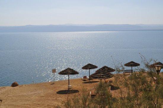 Jordan Valley Marriott Resort & Spa: Dead Sea beach
