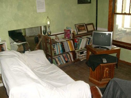 Bessemer Hostel : Common area with Cable TV