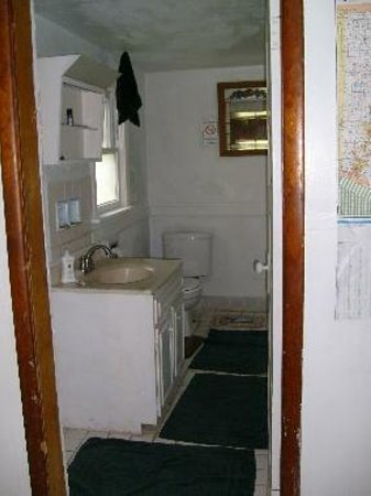 Bessemer Hostel: bathroom