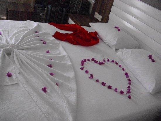 Dizalya Palm Garden Hotel: freundlicher Zimmerservice