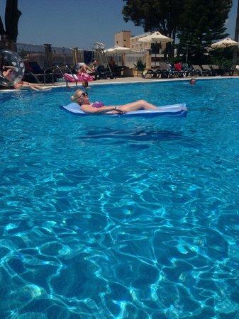 Hotel Marina Torrenova: Pool area