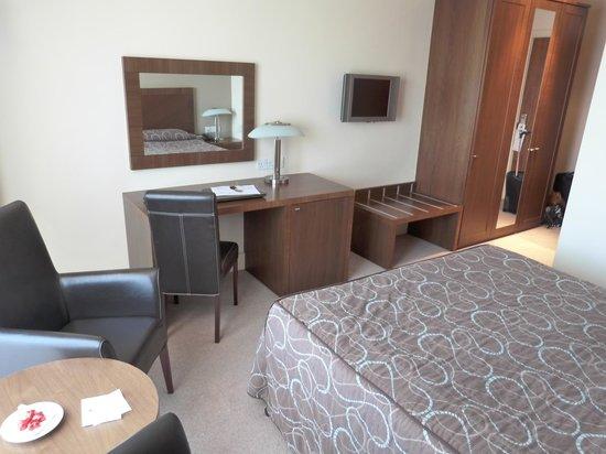 Ballyroe Heights Hotel : Dresser