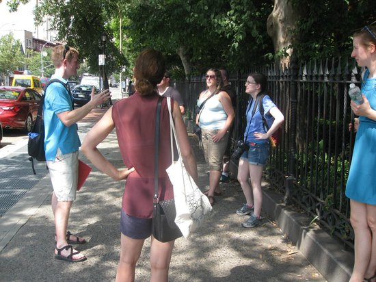 Ray's Food and Walking Tours: Even at the end of the tour, everyone was listening closely