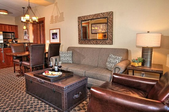 The Village At Squaw Valley : The slope side condominium suites have been upgraded w/ a rustic elegance/mountain contemporary