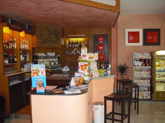 hotel anthisa bar.
