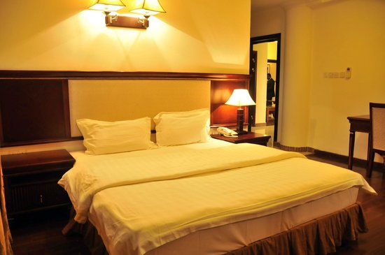 Rehab Hotel Apartments: Double bed#