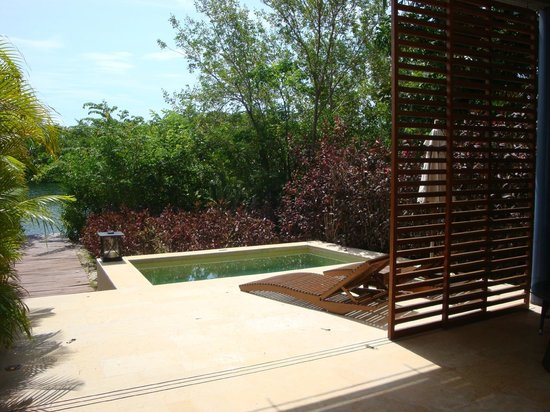 Rosewood Mayakoba: Lagoon Suite (Outside Patio & Jacuzzi)