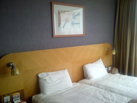 Ramada Hotel & Suites Coventry: Room