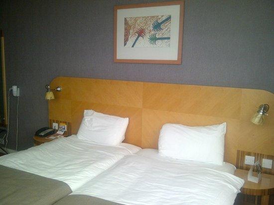 Ramada Hotel & Suites Coventry: Bedroom