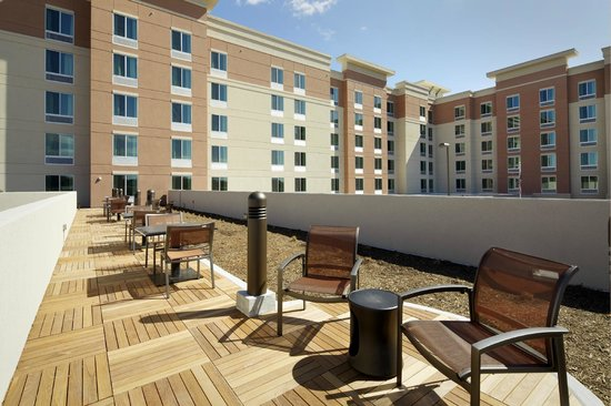 Homewood Suites by Hilton Springfield: Patio