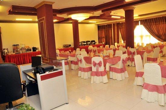 Rehab Hotel Apartments: Restaurant