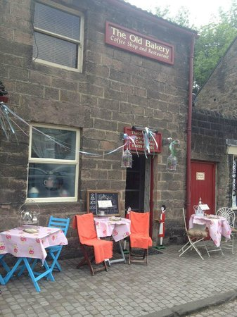 Biddy's Tea Rooms: Outside seating available too.