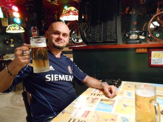 El Peletazo: ottima birra estrella damm