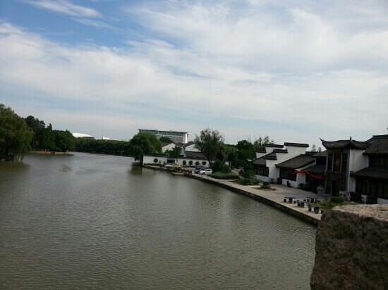 Jiaxing, China: 園外風景