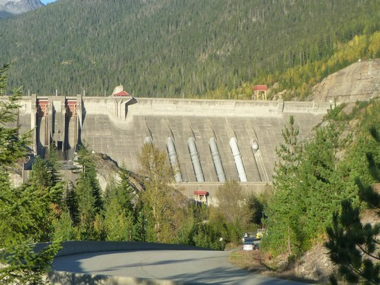 Revelstoke Dam Visitor Centre: Incredible View of the penstocks