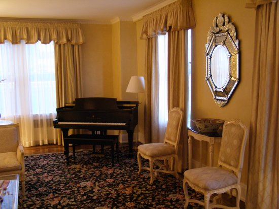 The Carlyle, A Rosewood Hotel: Suite 1407 Living Room