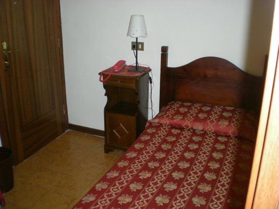 Tivoli Hotel: Room