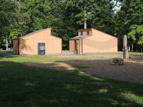 Norris Dam State Park: Campground restrooms and showers