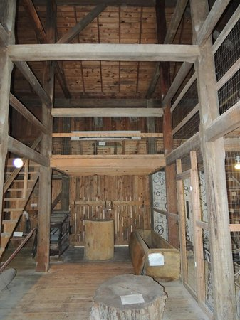 Norris Dam State Park: Inside barn with exhibits