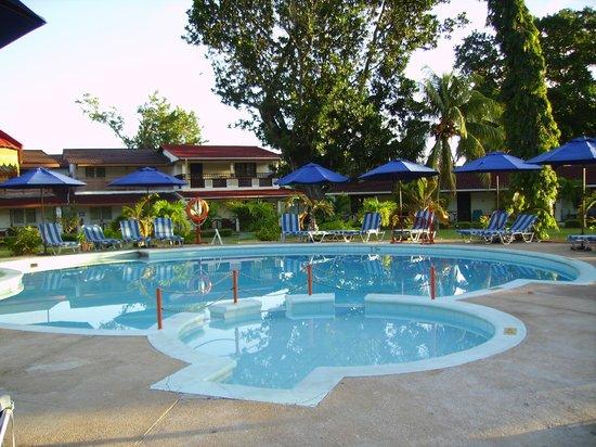 Berjaya Praslin Resort - Seychelles: la piscina