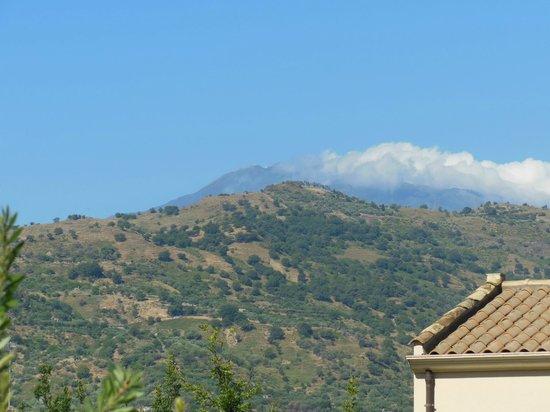 Alcantara Resort: Teleaufnahme von unserer Terrasse auf den Etna