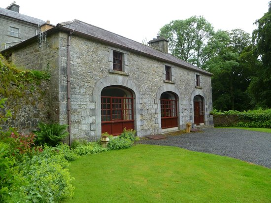 Coopershill House: Carriage House