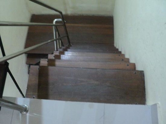 S8 Hotel : Steep staircase