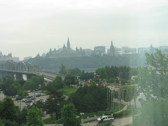 BEST WESTERN PLUS Gatineau-Ottawa: View across the river to Parliment Buildings