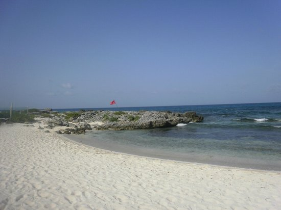 Hotel Secreto: Behind the hotel - Very private beach, but no swimming  - July 2011