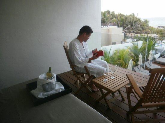 Hotel Secreto: Relaxing on the deck - July 2011