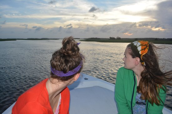 Island Hopper Boat Charters: lookin west, ladies