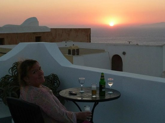 Aethrio Hotel: Watching the sun go down from the terrace