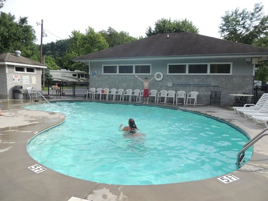 Foothills RV Park & Cabins: pool