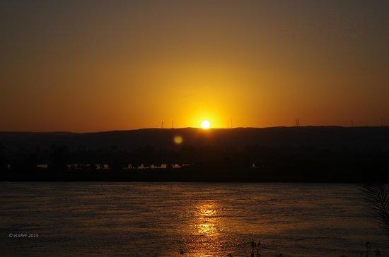 Horus Resort Menia: Sunrise over the Nile