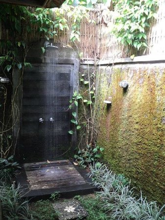 Munduk Moding Plantation: private outside shower