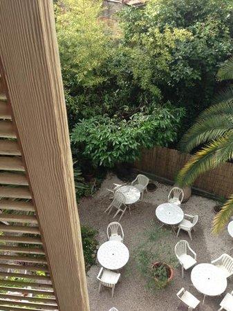 Hotel Edward's: Sicht in den Garten