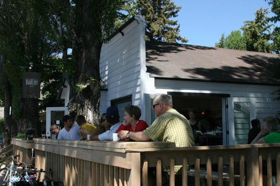 Persephone Bakery : Outdoor seating