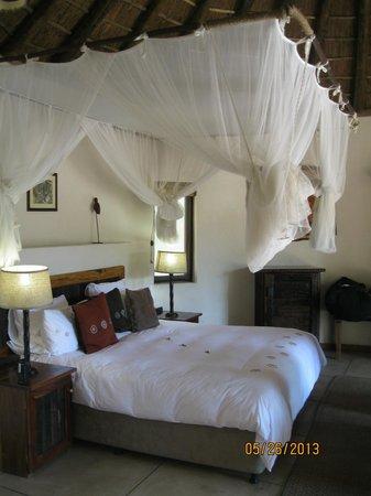 Monwana Game Lodge: Bedroom in the Zulu Suite